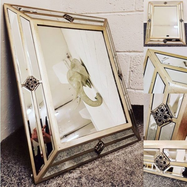Venetian Pin Detailed Wall Mirror